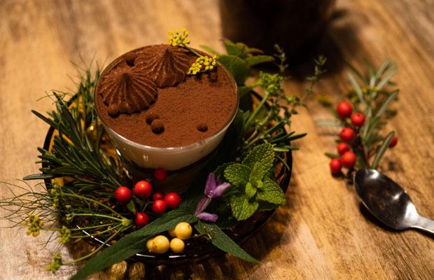 冬季休業前最後の日は、たくさんの常連さんたちが来てくれました。ホリデイケーキをご用意しました。