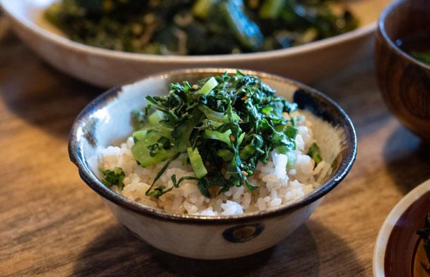 「子持ち高菜の葉」をごま油で炒めたもの。炒める、茹でる、焼くなどシンプルな料理で!