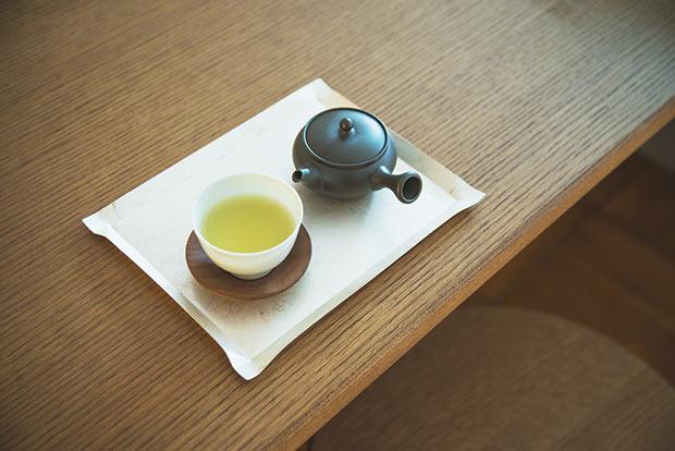 滋賀県産のお茶を提供するカフェスペースも併設。お買い物の前後でも、喫茶利用のみでも歓迎(2020年12月現在休止中。再開は要確認)