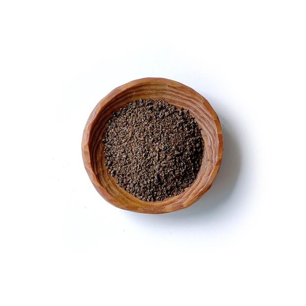 焙煎された玄米を製粉した状態はまるでコーヒーのよう。ドリップしたときに、旨味と苦味、そしてお米の持つ甘みを引き出すように製粉の度合いを調整していくそうです。
