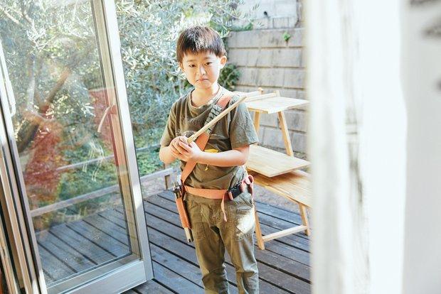 碧泉くんに頼まれて芳樹さんが革でつくった、おもちゃの銃のショルダーホルスター。