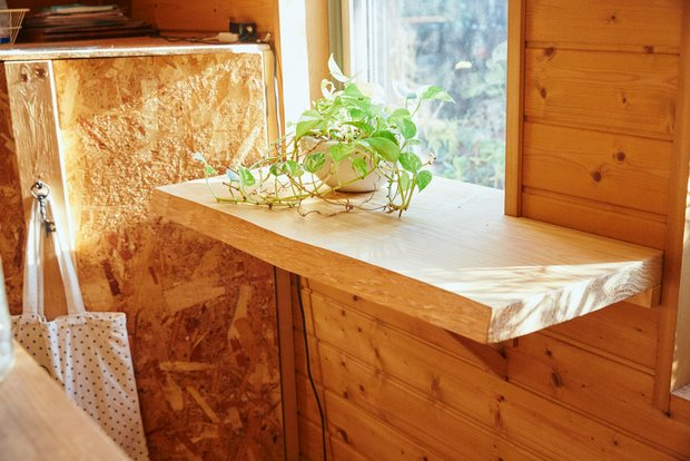 キッチンの横には、恭子さんが花束などをアレンジできる作業台が。