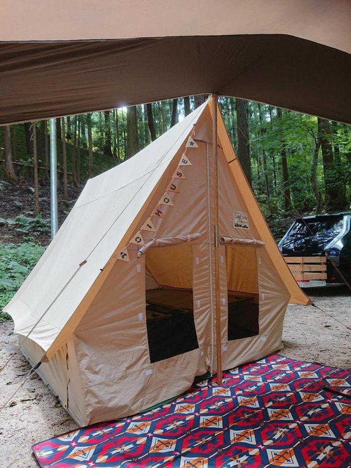 縫う位置を間違えてひと目ひと目糸をほどくなど、試行錯誤を経て完成した夏用テント。