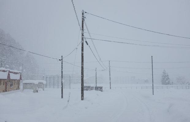 吹雪になると視界が本当に悪くなる。