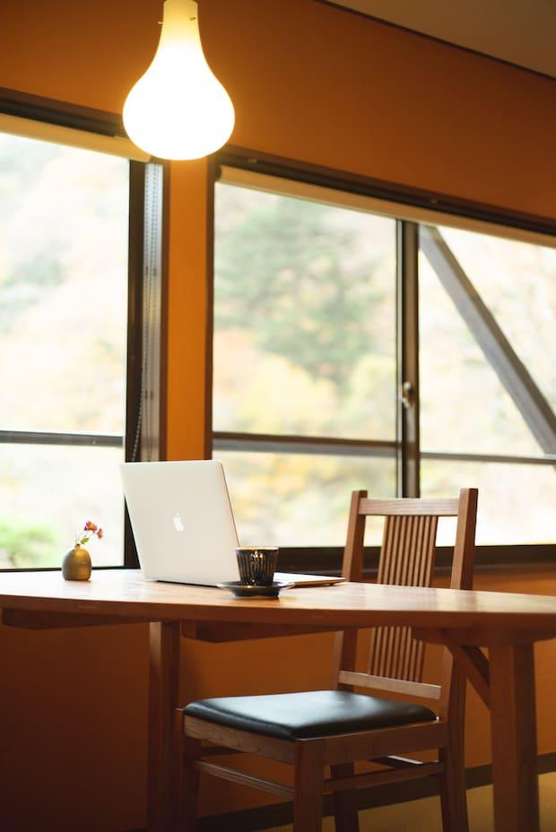 松の館のシングルルーム。このほかに梅の館、竹の館があり、和室や和洋室もあります。