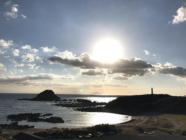 下田の海と朝日