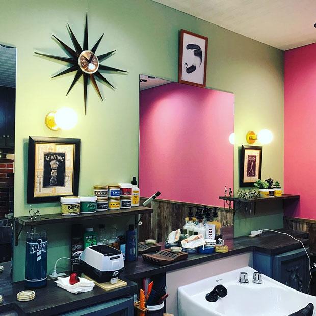 アパッシュ大町店がオープン。アパッシュのオリジナル・ポマードは国内のバーバーで高い評価を得ている。
