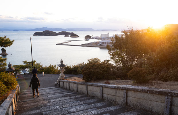 元日夕方に初詣。日の出は見られませんでしたが、日の入はきれいに見られました。
