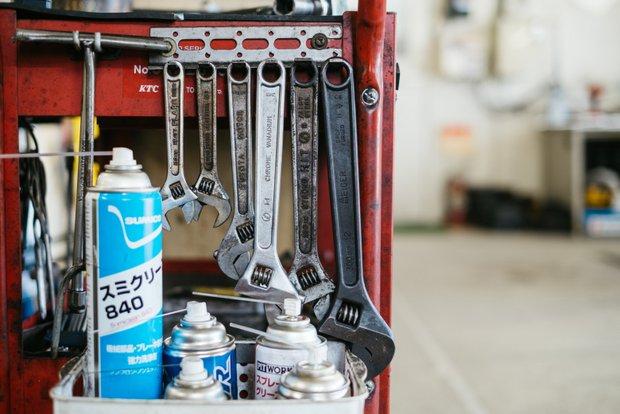 整備に使う道具は、どれもよく手入れされている。植田さんの仕事の丁寧さやプライドがうかがえる。