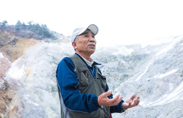 菅さんが地域のガイドを始めたのは、ジオガイドが誕生するよりもずっと前の2003年。本業は農家で、「地元を知りたい」という思いから、米、アスパラ、イチゴなどを育てながら携わり始めたそう。