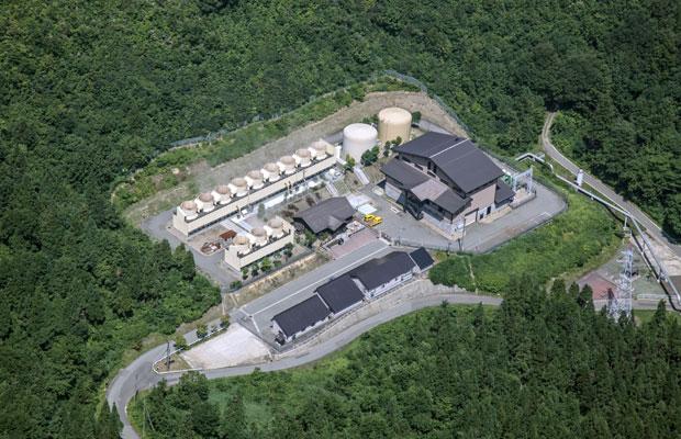 1994年に運転開始した〈上の岱地熱発電所〉。(写真提供:湯沢市)