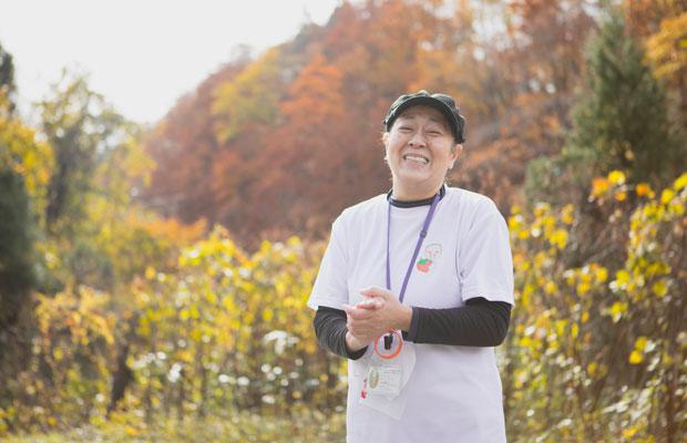 お話をうかがった栗駒フーズの井上幸子さん。東京のホテルに勤務後、創業者である父を手伝うために秋田にUターン。ヨーグルトマイスターの資格を取得し、県内外の素材を使用した健康志向のヨーグルト開発に熱心です。