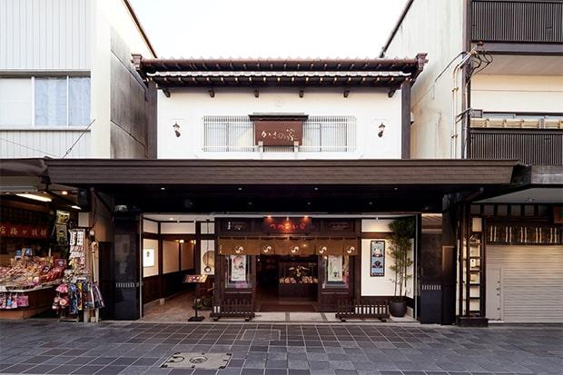 〈かさの家〉の姉妹店〈てのごい家〉と〈cafe kasanoya〉。