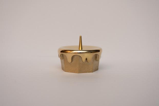 ポップでモダンな真鍮の燭台