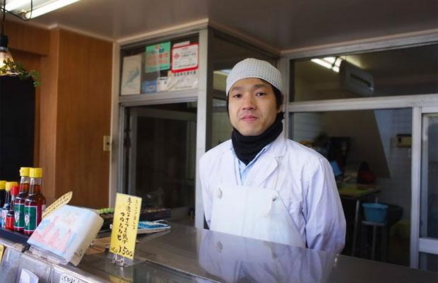 商店街の新たな活動を牽引する老舗かまぼこ屋〈今井かまぼこ店〉の今井宏之さん。