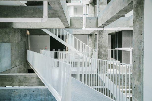 階段や通路などが宙に浮いていて歩きたくなる。