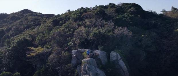 スカイ1号を登ると、山頂手前にて絶景ポイントの「てんぐ岩」が待ち受ける。高所恐怖症でなければ登れるかも。