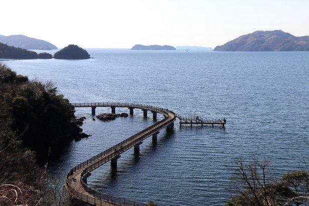 海の上にせり出した海上遊歩道もコースの一部。