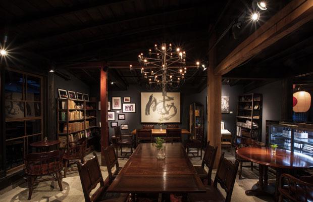 蔵に併設する〈YAMAMO GARDEN CAFE〉。蔵元が存続した背景やその世界観を伝えたいという思いからリノベーションし、自社の味噌醤油を使用したジェラートの提供から営業がスタートしました。