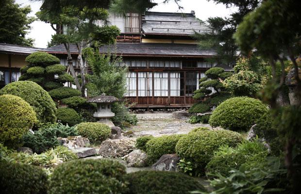 カフェからは美しい庭園が臨めます。(写真提供:ヤマモ味噌醤油醸造元)