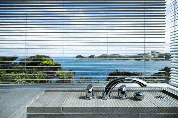 浴室から平戸島の海を一望できる