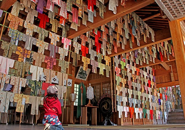八幡古表神社(はちまんこひょうじんじゃ)の乾衣祭(おいろかし)(吉富町)。