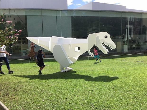 お散歩着ぐるみ外骨格恐竜・うちのシロ