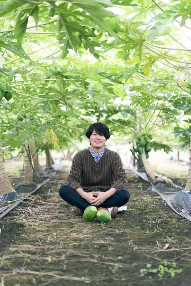 岩本さんは、大学・大学院で生命工学・再生医療6年間学んだ後、再生医療の研究開発に従事。故郷である宮崎の食材を活用した予防医療を実現すべく青パパイアの栽培・加工品開発を行っています。