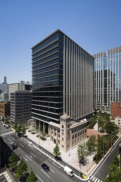 東京、神保町駅近くにある複合ビル〈テラススクエア〉の外観