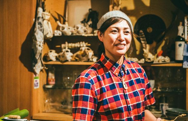 明るく気さくな雰囲気が印象的な和田正子さん。新潟県小千谷(おぢや)市の出身。ひとりで店を切り盛りしています。