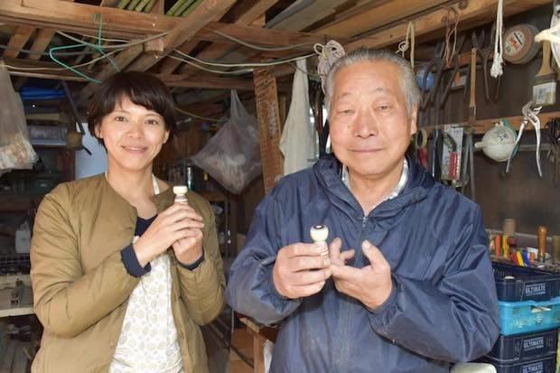 小林澄子さん(左)と師匠の柿崎文雄さん(右)。
