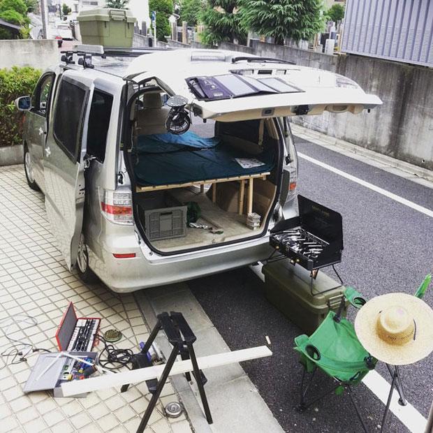 車中泊ができるように車を改造。自分たちの暮らしを探す旅が始まりました。