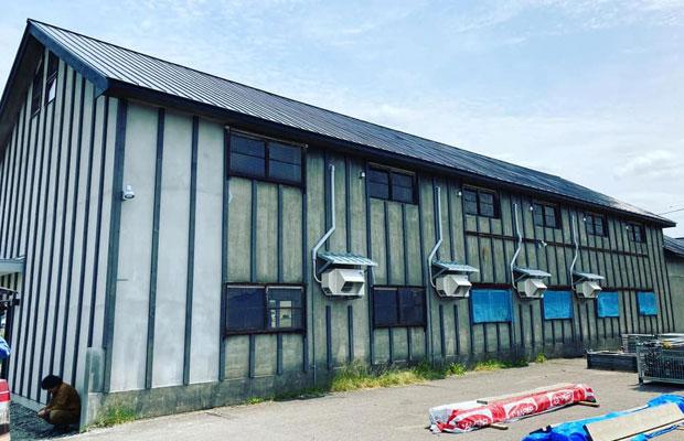 工事中の様子。敷地面積は900坪にも及ぶ倉庫。