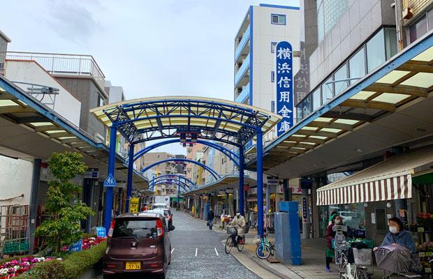 藤棚商店街の中にある横浜信用金庫さん。