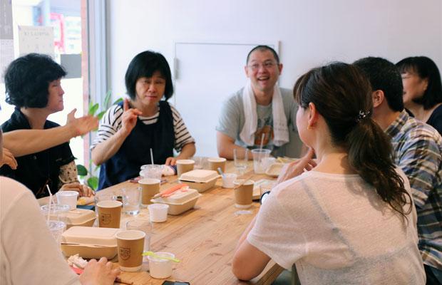 手話でコミュニケーションができるカフェも。