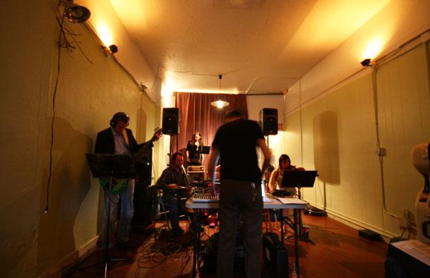 シアトルの前衛音楽ギャラリー〈ギャラリー1412〉。