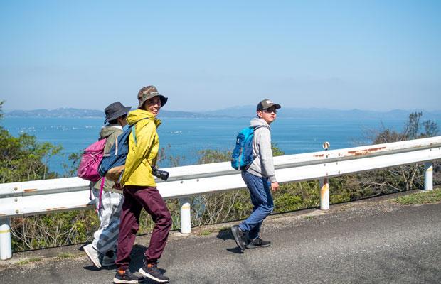 見た目はハイキング。いまの私たちにはこれくらいのスタイルで遍路道を歩くのがちょうどいい。
