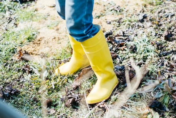 毎日土を踏みしめながら働いているが、長靴も作業着も常にきれいにすることを心がけている。