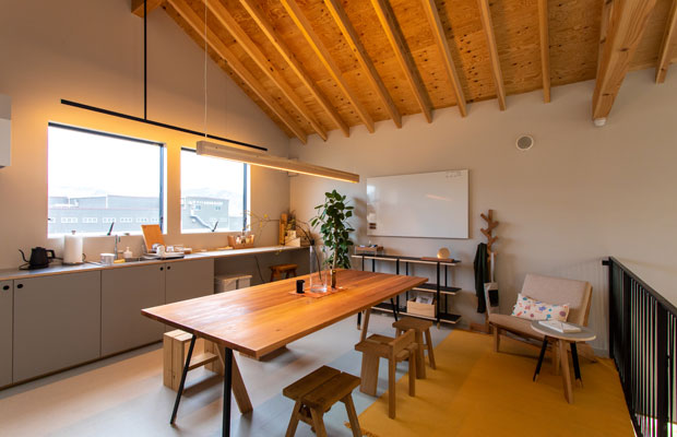 キッチンもある宿泊者の共用スペース。