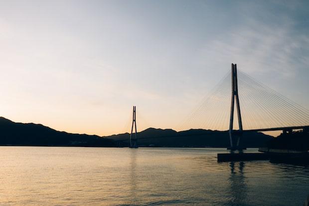 夕日が美しいしまなみ海道。Photo Max Houtzager