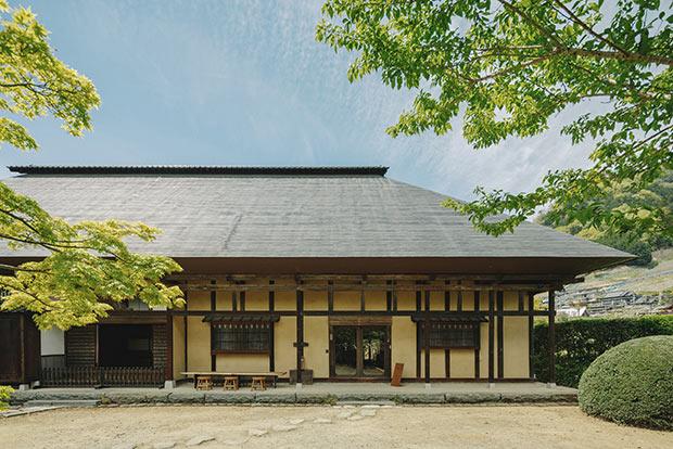 山梨市牧丘の美しい立地に築200年以上の武家屋敷を改築した本店をオープン。