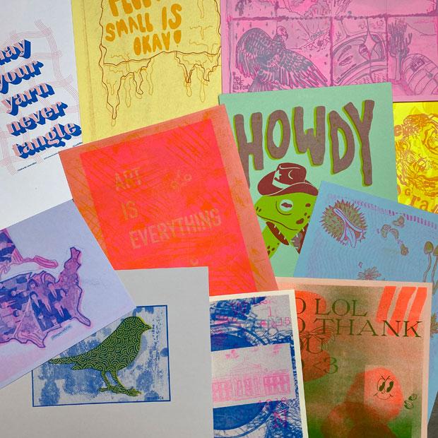 〈リソグラフ〉は刷り色を自分で選んで印刷する。2色を重ねてつくったワークショップ参加者の作品。