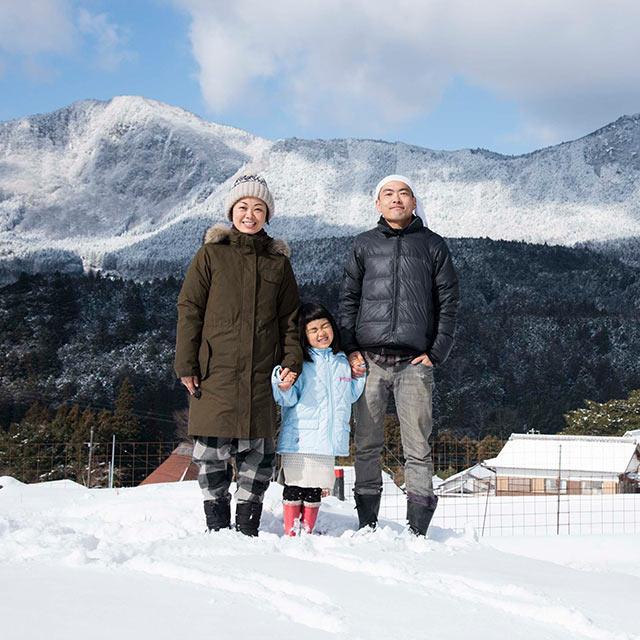三重県で雪景色の中記念撮影