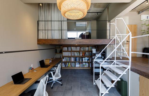 SWAY DESIGNが入居していた101号室。広い床下空間を活用してスキップフロアに。