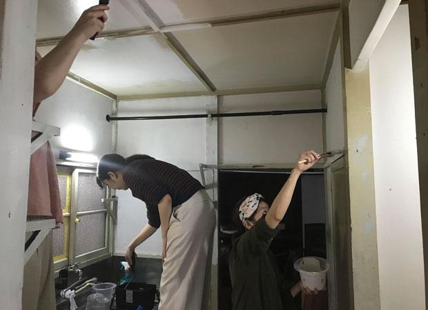 友人たちも塗装のお手伝いに来てくれました。