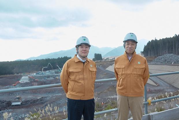 大林組・技術研究所の古屋弘さん(右)と今回の実証実験にあたったNEC・新事業推進本部の大橋一範 さん(左)。