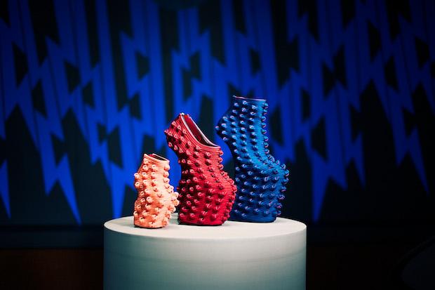 糸づくりから染色・デザイン・組みまで一貫して行う組紐工房〈龍工房〉と舘鼻氏のコラボ作品。
