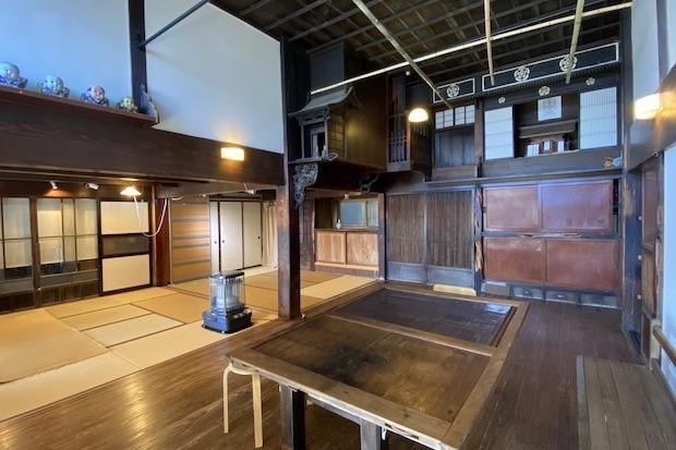 豊田さんが修復を始めた古民家は、塩の卸業を行っていた豪商の屋敷だったとされている。