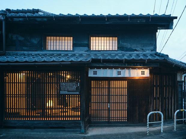 """""""和紙のつくったまちに出逢える宿""""NIPPONIA美濃商家町では、美濃のまちを丸ごと楽しめるおもてなしを提供。"""