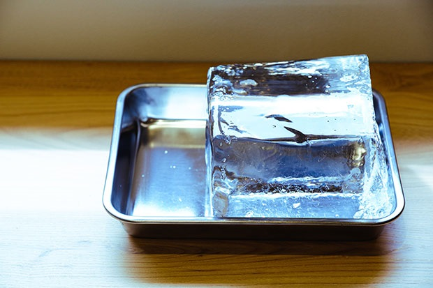 地元の氷屋さんに特別に依頼をして、実現したそう。